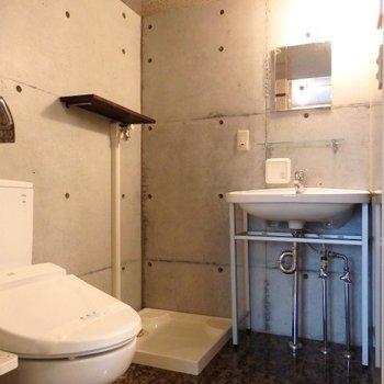 トイレと洗面台*写真は別部屋です