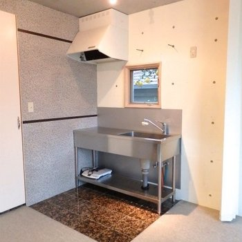 キッチンはあえてシンプルに!*写真は別部屋です