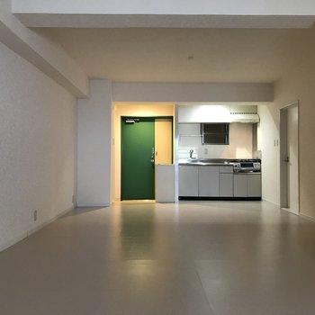 玄関ドアの緑が効いてる・・・!