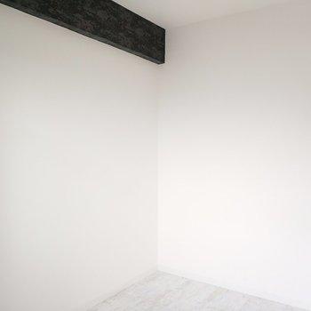 白い壁だから、スクリーンにもできそう!
