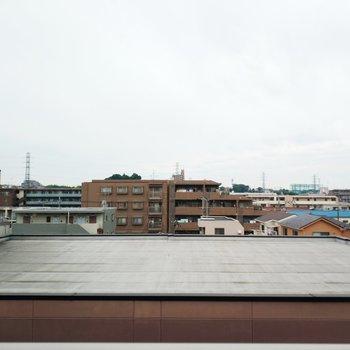 眺望は前の低い建物のおかげでバッチリ!