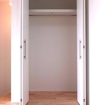 クローゼットはふたつ※写真は別部屋です。同階、反転間取りです。
