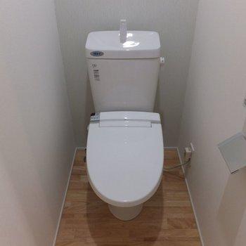 トイレは2階に。※写真は別部屋です。同階、反転間取りです。