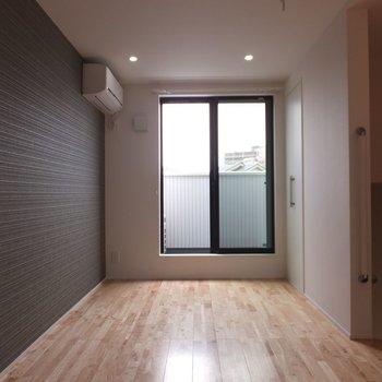2階ど同じクロス。※写真は別部屋です。同階、反転間取りです。