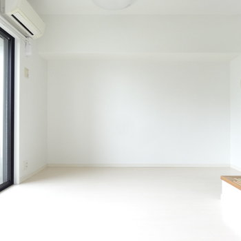 シンプルですね。※写真は別室です。