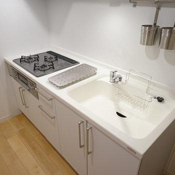 キッチンはゆったり3口ガスで使い勝手◎(前回募集時の写真です)