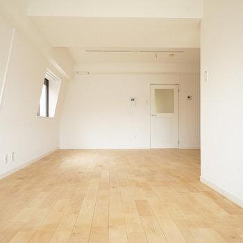 大きな木目模様がきれいな無垢床(前回募集時の写真です)
