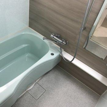 浴室も広めでゆったり入れます