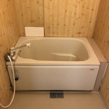 お風呂はややレトロです。