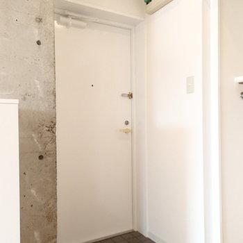 玄関はこちら。※写真は前回募集時のものです