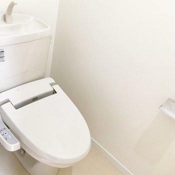 玄関横、トイレも個室でキレイ。※写真は前回募集時のものです