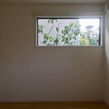 1階洋室窓から見える緑が素敵です。※写真は前回募集時のものです