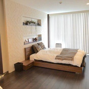 3階:木目がリッチな主寝室に、※家具はイメージ