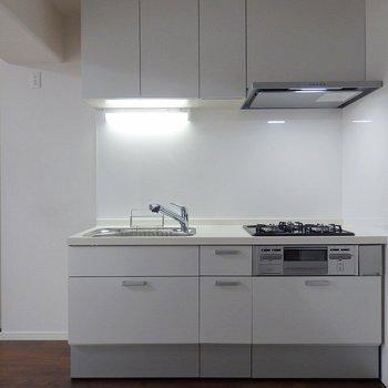 キッチンは3口グリル付き。