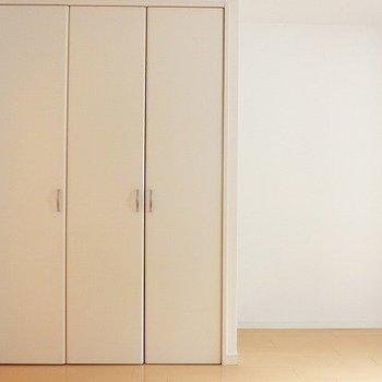 洋室のクローゼット。※写真は別部屋です。