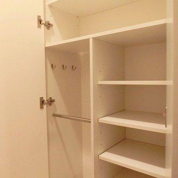 玄関収納はがっつりと!※写真は別部屋です。