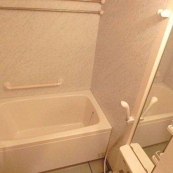 浴室乾燥つき。※写真は別部屋です。