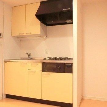 黄色のキッチン♪※写真は別部屋です。