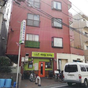 1階はタイ料理屋さんです