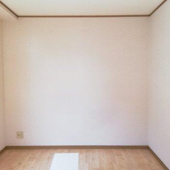 【6帖洋室】寝室にしてもいいかも※写真は通電前のものです