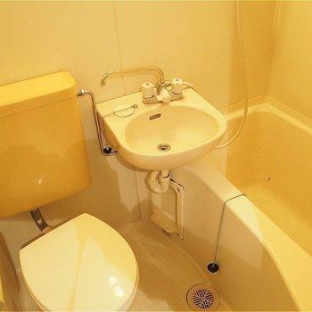 お風呂は三点ユニットです!(※写真は同間取りの別のお部屋のもの)