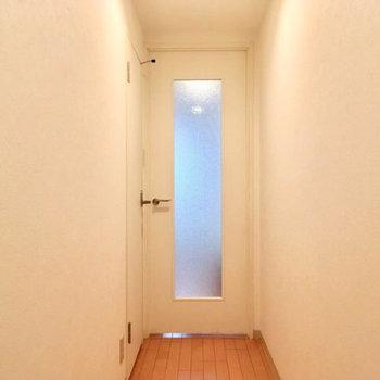 玄関から居室方面※写真は前回募集時のものです。
