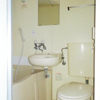 お風呂も3点ユニットできゅきゅっと。※写真は通電前・前回募集時のものです