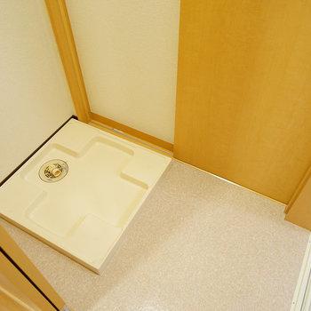 お風呂前に洗濯機置き場も!※画像は別室です