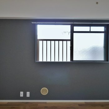 角部屋の特権、リビングにも窓があります※写真は前回募集時のもの
