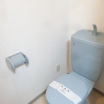 水色カラーが爽やかなトイレです。