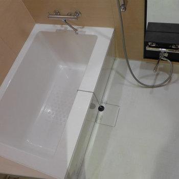お風呂も広め!ピカピカ気持ち良い!*写真は別のお部屋です。