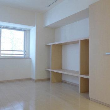 収納スペースも十分にあって大満足!*写真は別のお部屋です。