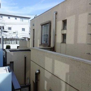 眺望はお隣マンション・・・ ※写真は別部屋です