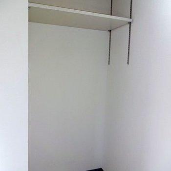 冷蔵庫置場です ※写真は別部屋です
