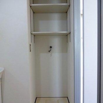 洗濯機置場の上も置けます※写真は別部屋です