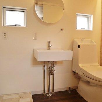 洗面台も鏡も電気もはなまる!※写真は前回募集時のもの