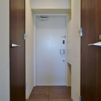 玄関の段差もわんちゃんに合わせて低め!※写真は別室です。
