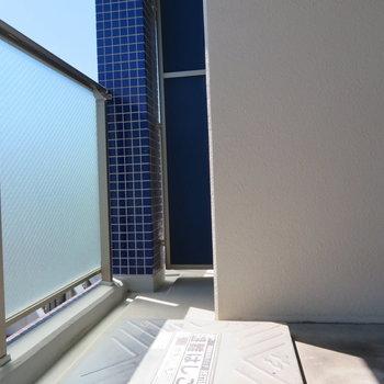 日当たりのよいバルコニー(※写真は8階の同間取り別部屋のものです)