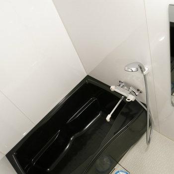 ピカピカのお風呂!浴室乾燥機付き!(※写真は3階の同間取り別部屋のものです)