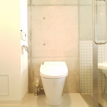 奥のドアを開けると、トイレ・洗面台・お風呂!※写真は前回募集時(モデルルーム)のものです