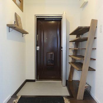 玄関にはドアとラックと、、網戸も!