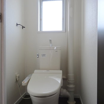 トイレは窓つきでさわやか