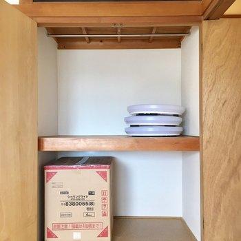 観音扉でパカっと開いて、かなりたくさん容量あります!