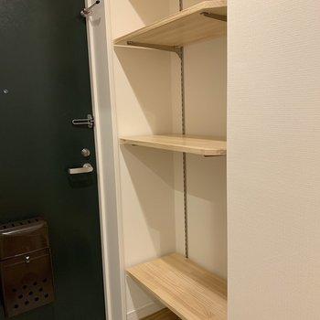 棚板が動くので収納したいものに合わせられます。