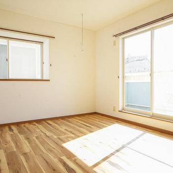 2階の寝室も2面採光!