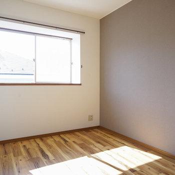 もう一つの寝室、こちらも日当たり◎