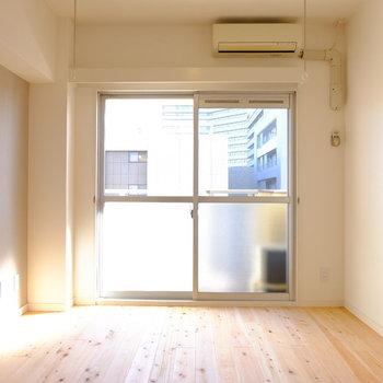 5.5帖のお部屋です。※写真は706号室です