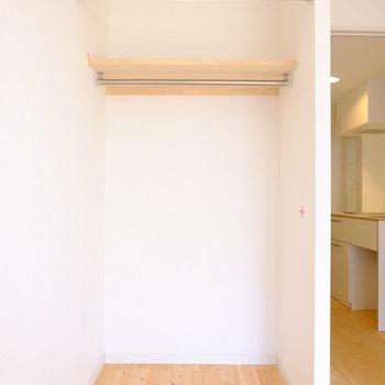 収納につける鳩目カーテンの色は選べます!※写真は706号室です