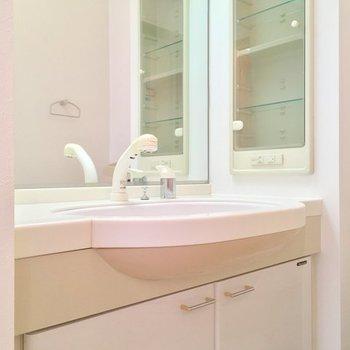 ホテルライクな洗面台。お花を飾りたいな〜※写真は前回募集時のものです