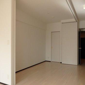 仕切れる寝室スペース。(※写真は2階の同間取り別部屋のものです)